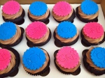 Pink and blue gender reveal party cupcakes - Are they dangerous for children?